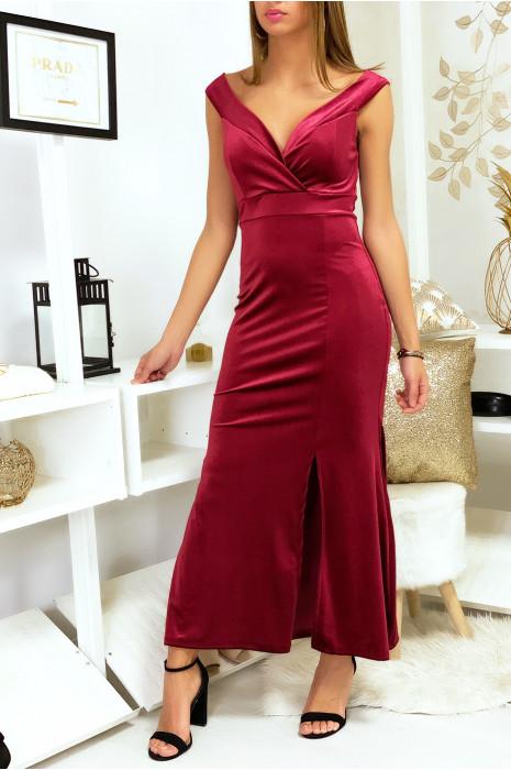 Longue robe en velours bordeaux avec col tombant et fente