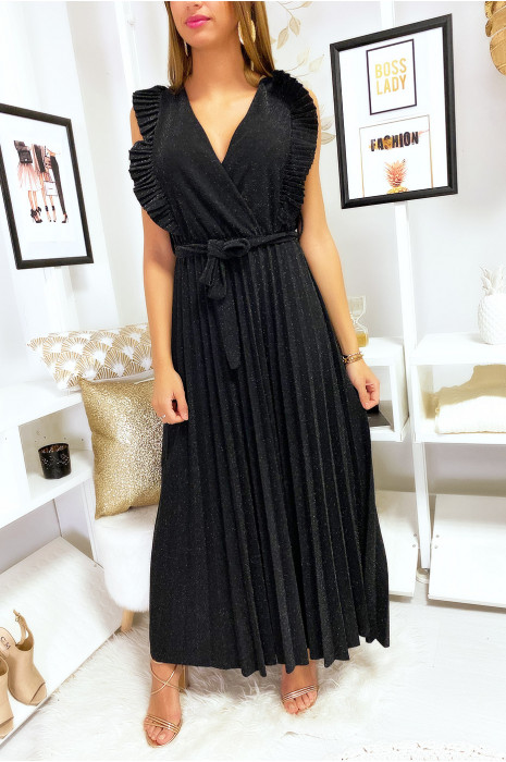 Longue robe noir brillante plissé à la jupe et aux épaules
