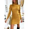 Joli robe moutarde matière douve et brillante avec épaules bouffante et ceinture