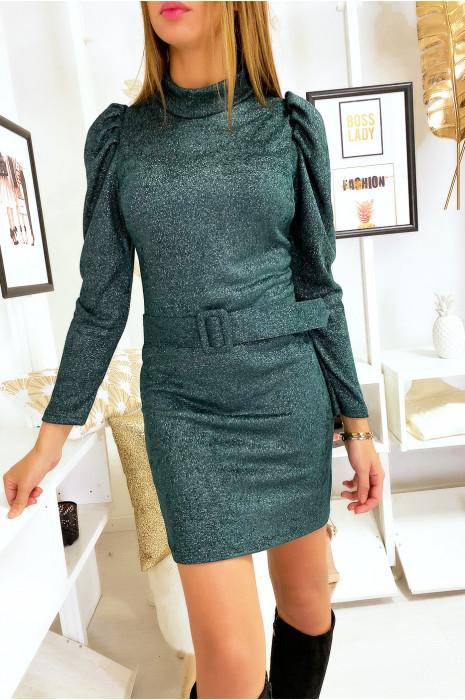 Joli robe vert matière douve et brillante avec épaules bouffante et ceinture
