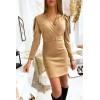 Jolie robe beige très douce et brillante croisé devant avec épaule bouffante et ceinture