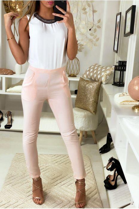 Combinaison pantalon Rose et Blanc avec col bijoux.