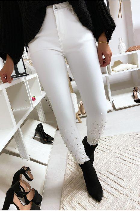 Pantalon slim Blanc à Perles au bas.