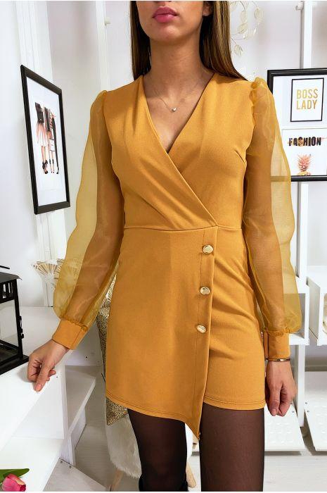 Mosterdgeel 2 in 1 combi korte jurk met gekruiste voorkant met gouden knoop en sluiermouwen