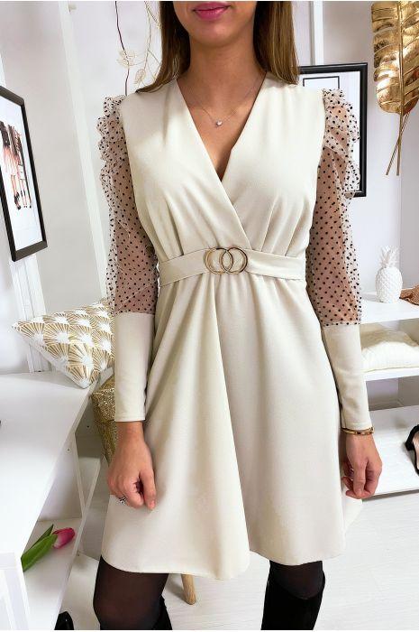 Robe croisé beige avec manche bouffante en voile et ceinture anneaux