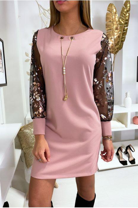 Robe tunique trapèze en rose avec collier et manche en voile à motif doré