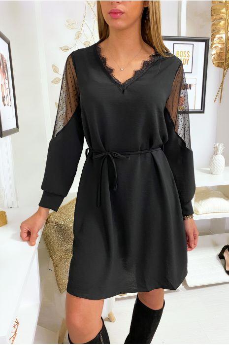 Robe tunique ample en noir avec dentelle au col et aux épaules