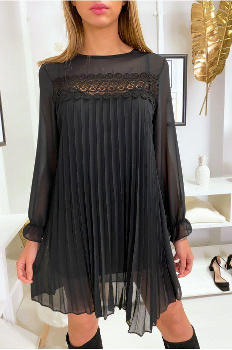 Sublime robe tunique trapèze noir plissé et doublé avec de la dentelle au buste