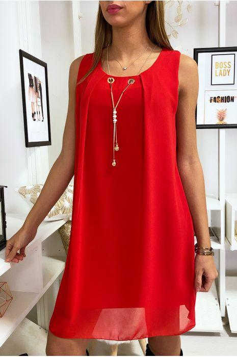Robe Rouge en voilage avec collier et effet dos nu.