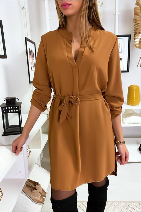 Jolie robe tunique camel col V avec ceinture et manches revers