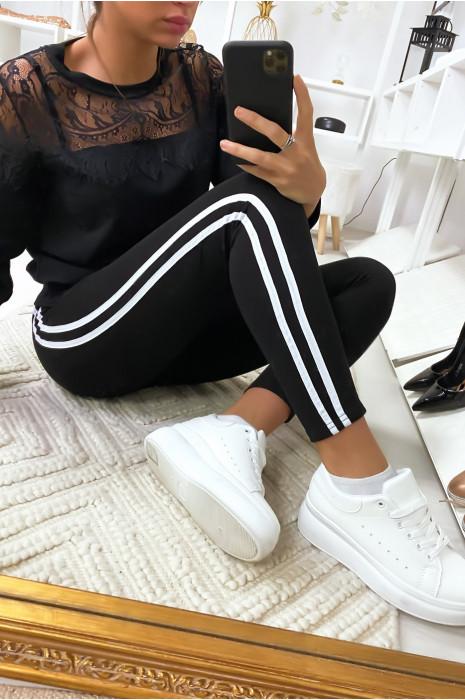 Leggings noir avec deux bandes blanche sur les cotés