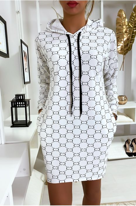 Robe pull blanc à motif avec capuche