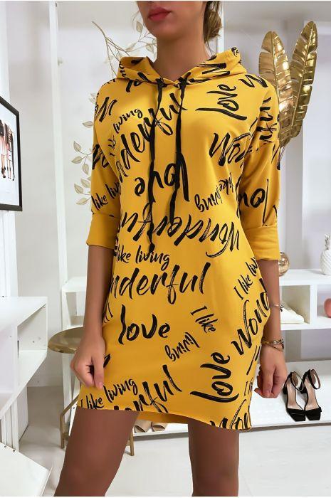 Robe pull moutarde à lettres avec capuche