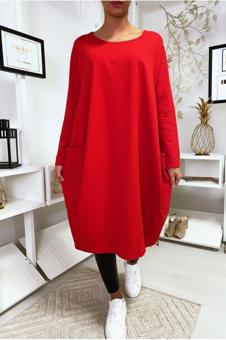 Grande robe rouge à poches