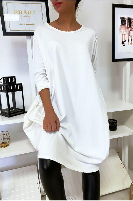 Grande robe blanche à poches