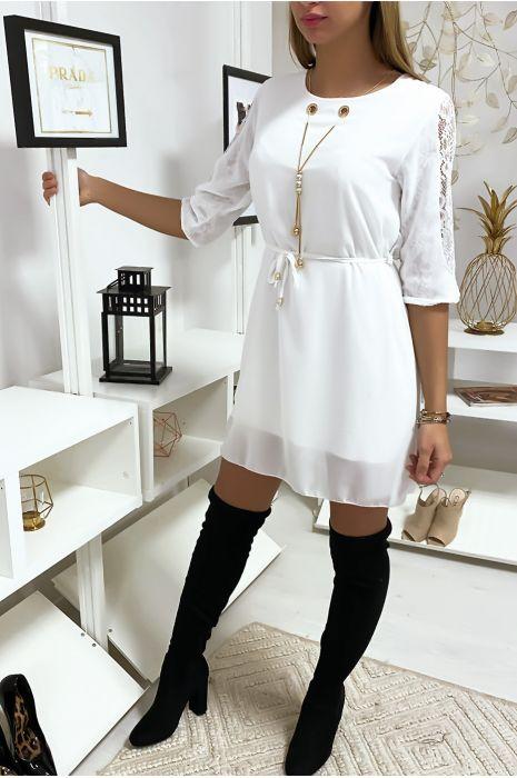 Robe tunique blanche fluide avec détail dentelle