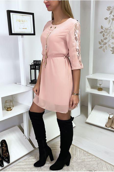 Robe tunique rose fluide avec détail dentelle