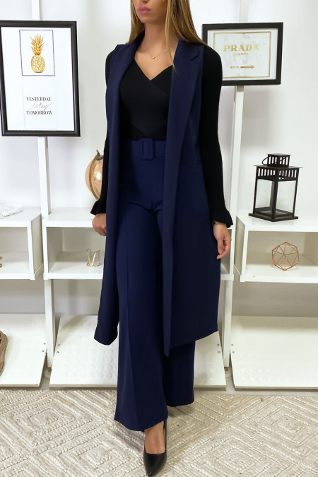 Long navy jacket slit on the sides. 592