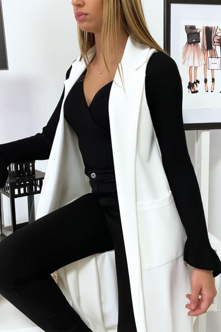 Lange witte jas met split aan de zijkanten. 592