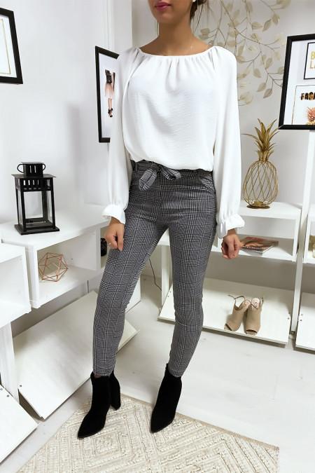 Slim-fit checked pants with pockets and belt