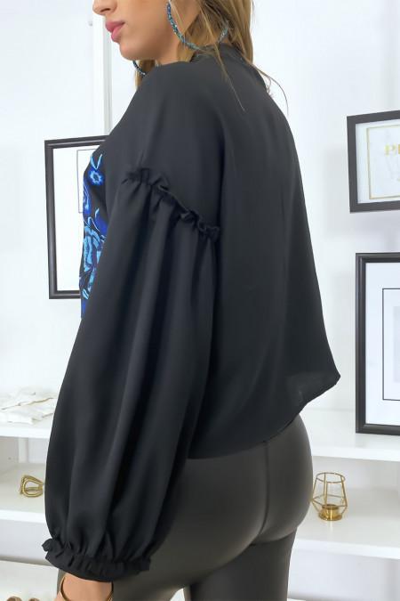 Zwart overhemd met pofmouwen en borduursel op de voorzijde