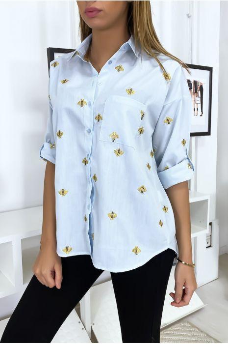 Chemise bleu avec broderie en forme d'abeille