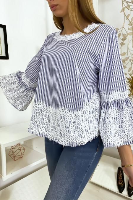 Donkerblauw gestreepte blouse met kant