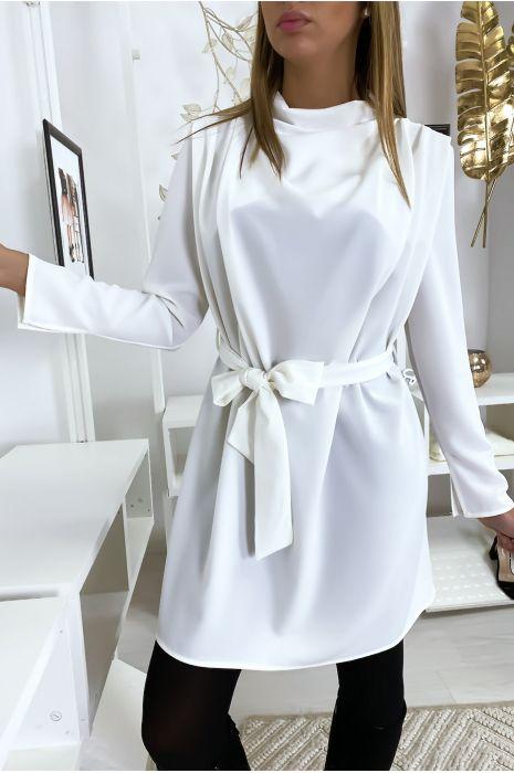 Robe drapé blanc avec ceinture