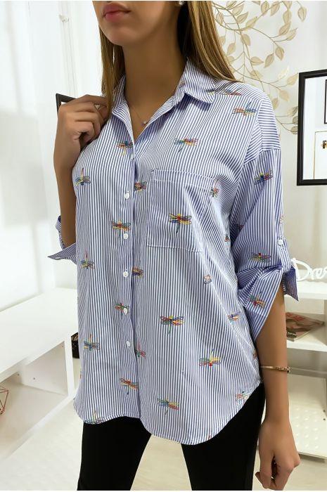 Chemise rayée bleu avec détails libellules cousues