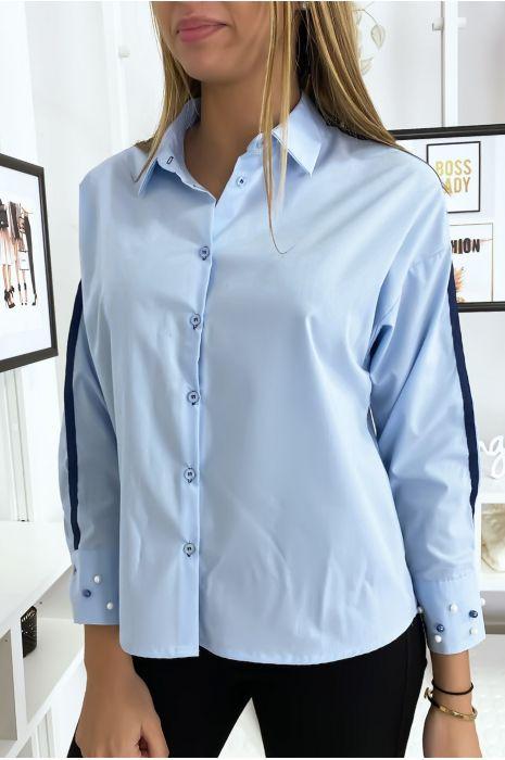 Chemise bleu à perles sur les manches