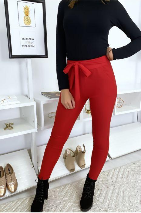 Pantalon cigarette rouge avec ceinture a la taille