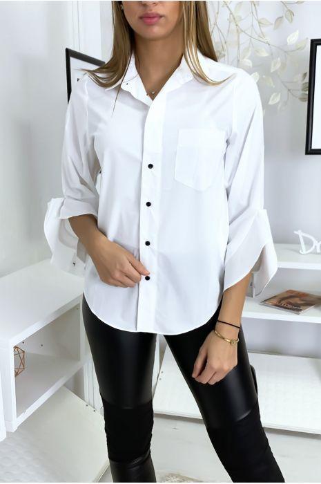Chemise blanche à volants ouverts