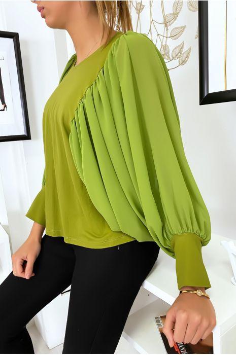 Jolie blouse verte à manches drapées