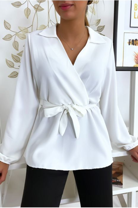 Chemisier blouse blanche noué à la taille