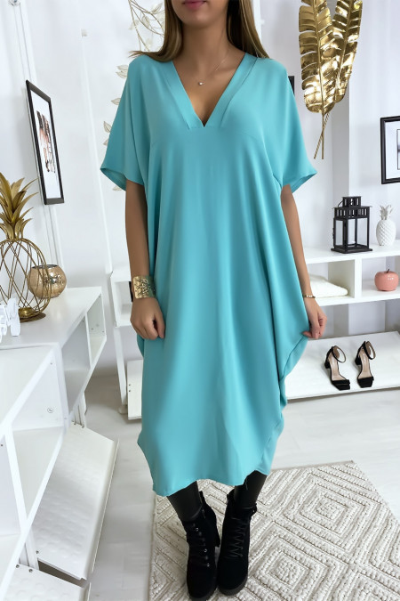 Long and loose turquoise dress