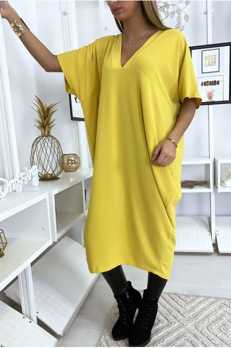 Robe jaune longue et ample