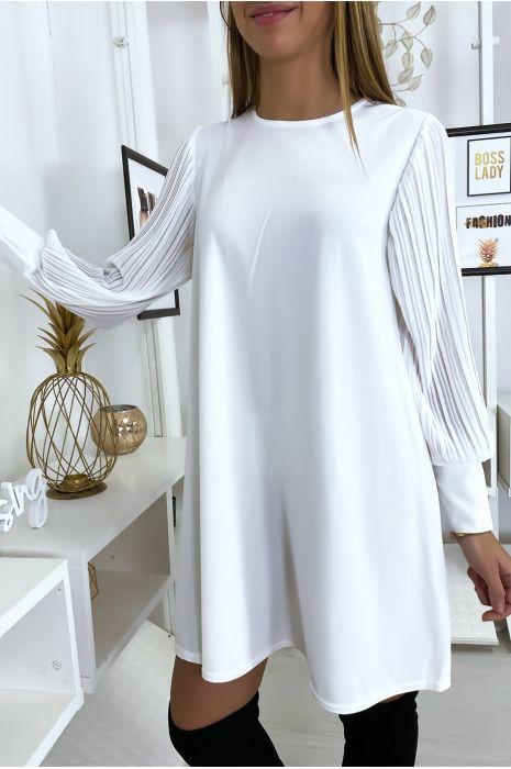 Robe blanche manches plissées longues