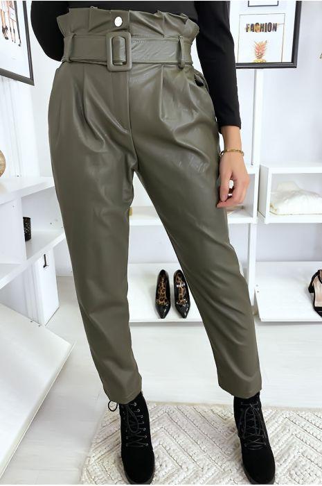 Pantalon kaki simili cuir à ceinture