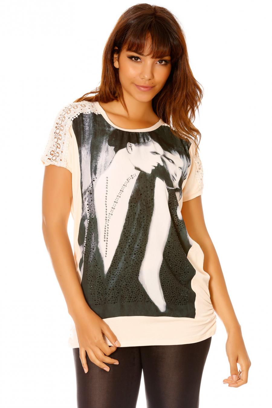 Tee-shirt ample à strass et empiècements dentelle. MC 1713