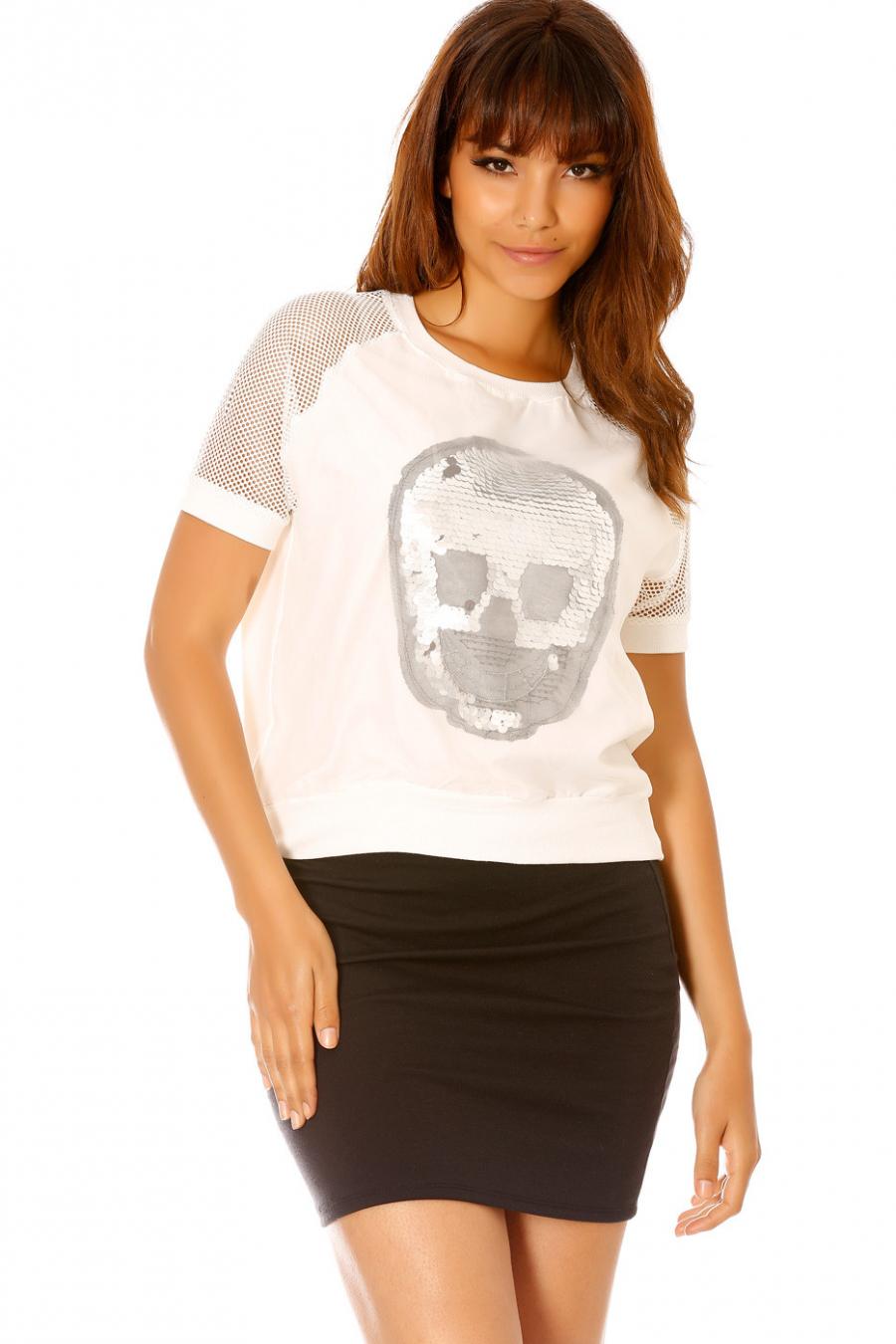 Tee-shirt blanc tête de mort à strass. F2313