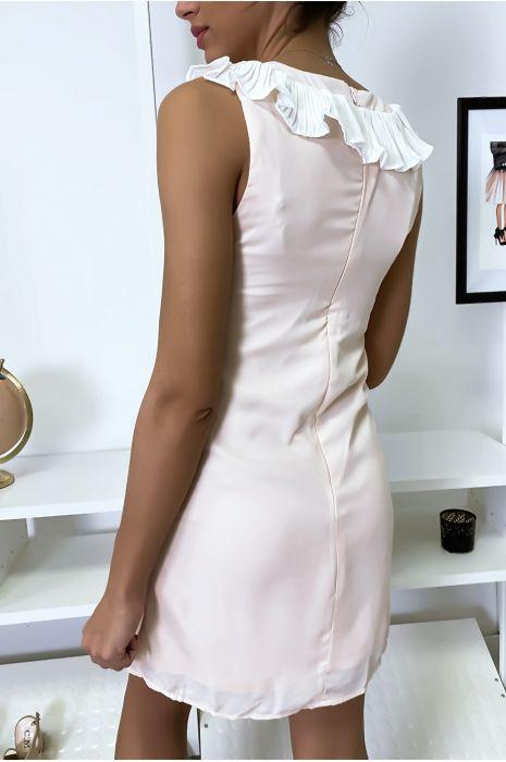 Korte en lichtroze jurk, met buste details