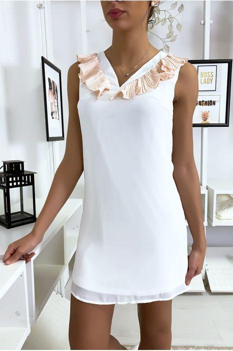 Robe blanche courte et légère, avec détails buste