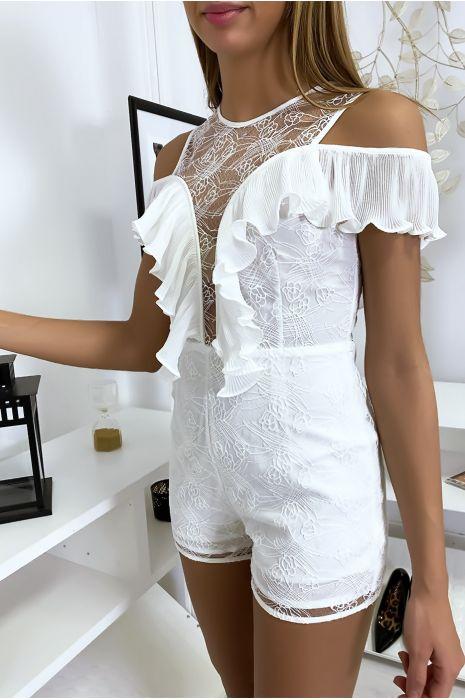 Combi-short en dentelle blanche avec de jolis volant plissé