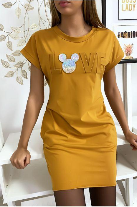 Robe t-shirt moutarde avec écriture LOVE bombé