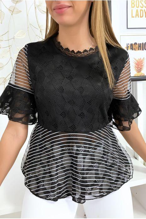 Zwarte blouse met mooie kantpatronen en volant