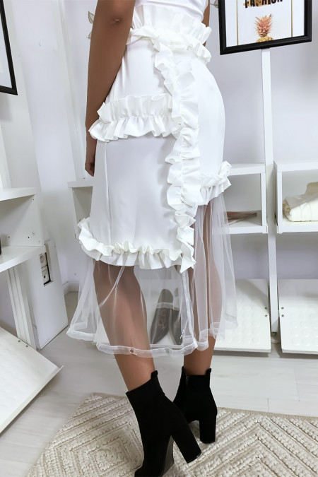 Very chic white skirt with ruffle and tulle