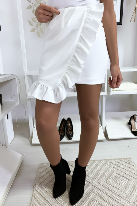 Short skirt in white with flounce and frills