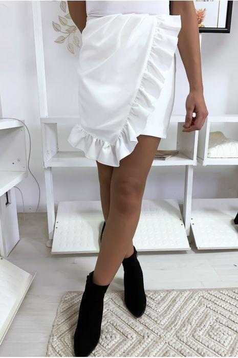 Jupe courte en blanche avec volant et froufrou