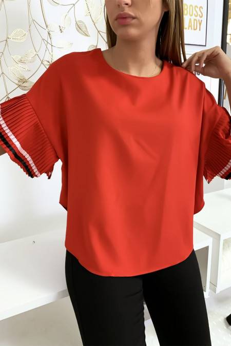 Very chic blouse in red, loose fit with pleated sleeves