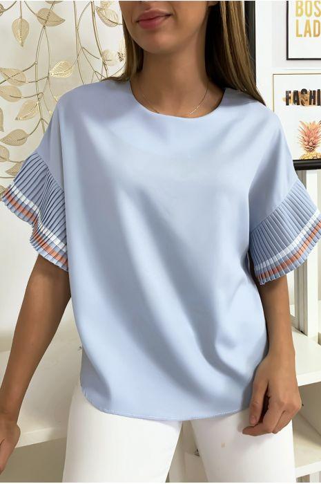 Zeer chique blouse in lichtblauw, losvallend model met geplooide mouwen